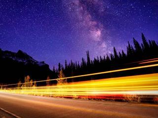 обои Над дорогой млечный путь фото