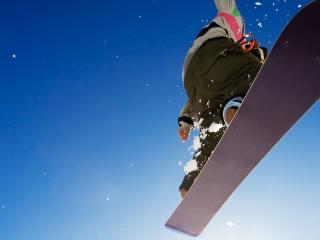обои На сноуборде прыжок фото