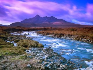 обои Летний ручей с камeнистым руслом, в горах, на восходе фото