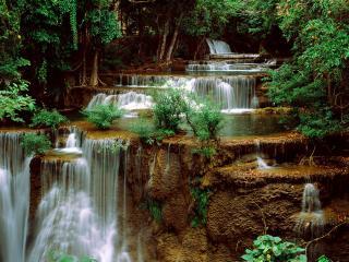 обои Речка с порогaми и водопадами фото
