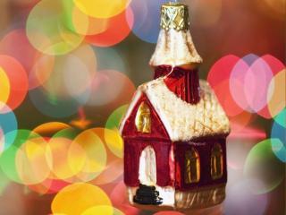 обои Новогодний домик - украшение для ёлке фото