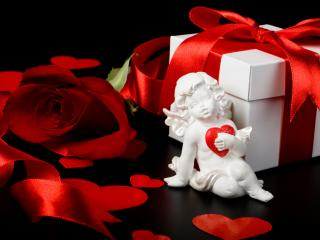 обои Ангелок, роза и подарок фото
