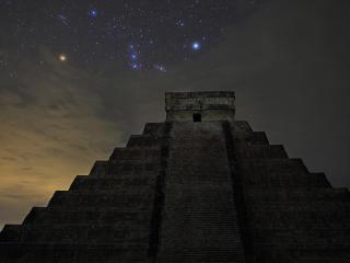 обои Пирамида на фоне звезд фото
