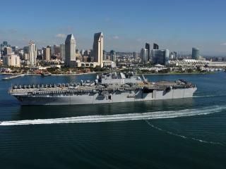 обои Корабль с вертолетами на борту фото