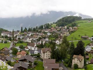 обои Поселок дождливой погодой фото