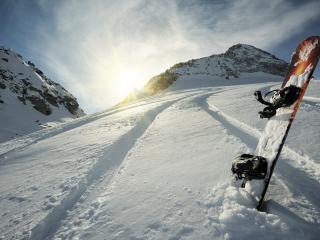 обои Сноуборд у горы фото