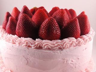 обои Розoвый тортик с клубникой фото