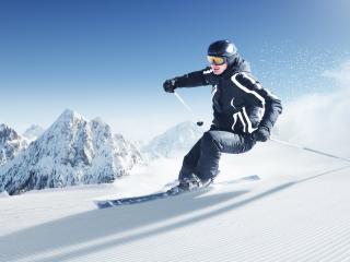обои Лыжник у снежных вершин фото