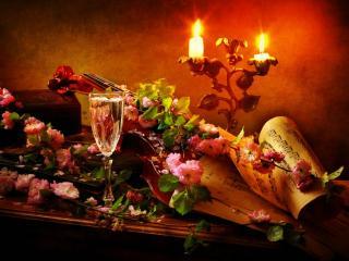 обои Скрипка прикрыта цветами и ноты у свечей фото