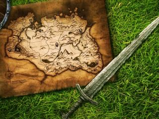 обои Старая карта и мечь на траве фото