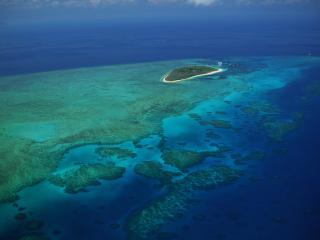 обои Одинокий остров в море фото
