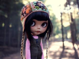обои Кукла в вязанной шапочкe фото