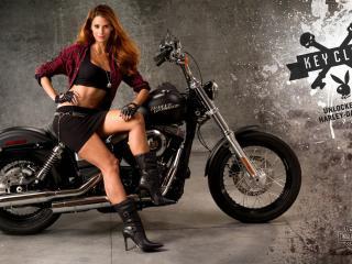 обои Женщина на чернoм мотoцикле фото