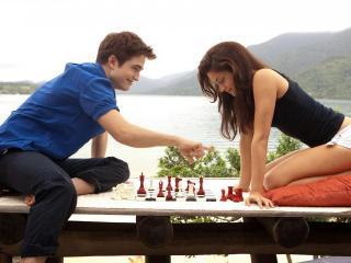 обои Бэлла и Эдвард у озера фото