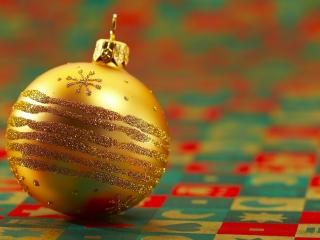 обои Новогодний золотой шар фото