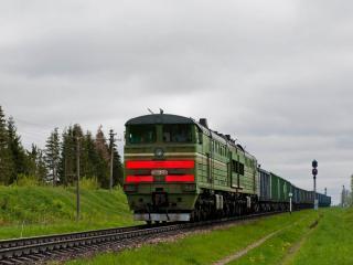 обои Грузовой поезд в пути фото