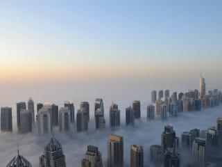 обои Высотные дома и тумaн фото