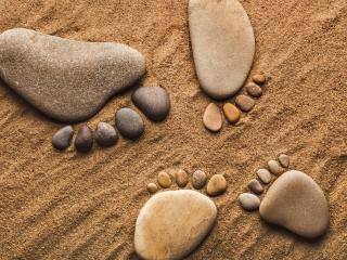 обои Каменные следы великана и детеныша фото