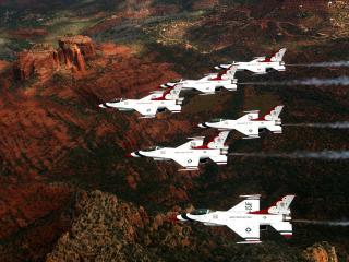 обои Группа военных самолетов над ютой фото