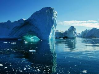 обои Глыбы снеговые на воде фото