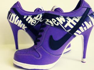 обои Женские синие туфли фото