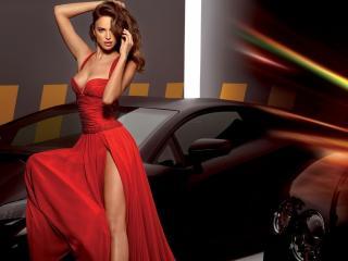 обои У машин в алом платье с разрезом фото