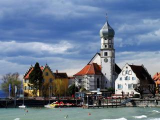 обои Городок у воды весной фото