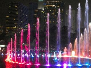обои Разноцветные поющие фонтаны фото