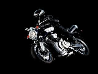 обои Мотоциклист на фоне черном фото