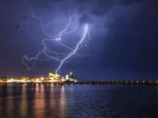 обои Яркая молния в небе фото