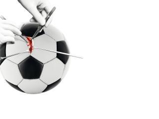 обои Операция на футбольном мяче фото