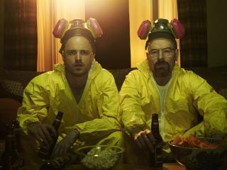 обои Работники атомной пьют пиво