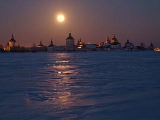 обои Старинный кремль,   луна и снег фото