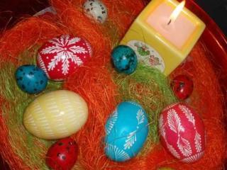 обои Пасхальные яйца и свеча фото