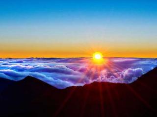обои Солнце над облаками фото