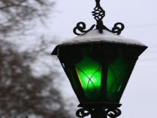 обои Зелёный фонарь в снегу фото