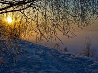 обои Закат на берегу зимнего озера фото