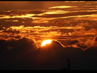обои Закатное Солнце в облаках фото