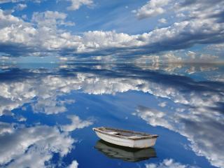 обои Лодка,   окруженная небесами фото