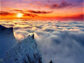 обои Солнце над горами и облаками фото