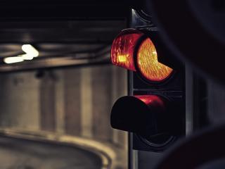 обои светит желтым светофор фото