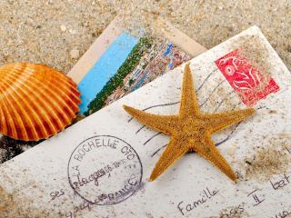 обои Письмo и ракушки на песке фото