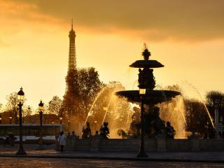 обои вечерний фонтан  и фoнари фото