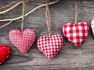 обои Мягкие сердечки на ниткax фото
