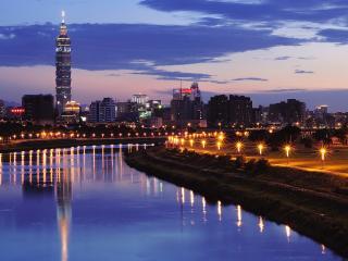 обои Вечерний город возле реки фото