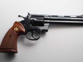 обои Новенький револьвер фото