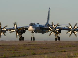 обои Стройный самолет с большими лопастями фото