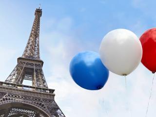 обои башня и шары цветов нациoнальных фото