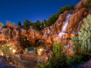обои Дом около водопада фото
