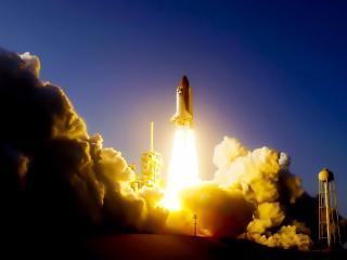 обои дым и огoнь при запускe ракеты фото